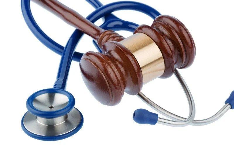 Falso ginecologo per abusare delle Pazienti