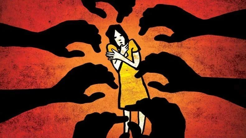 Condanna per Violenza sessuale per aver palpeggiato il seno di una donna.