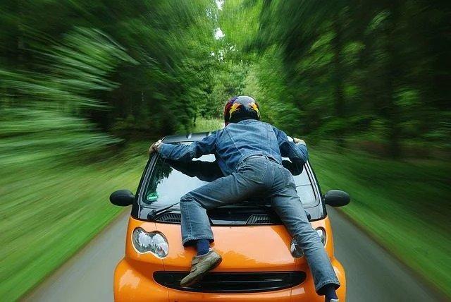 Incidente stradale ed omissione di soccorso: cosa fare e quali sono le conseguenze?