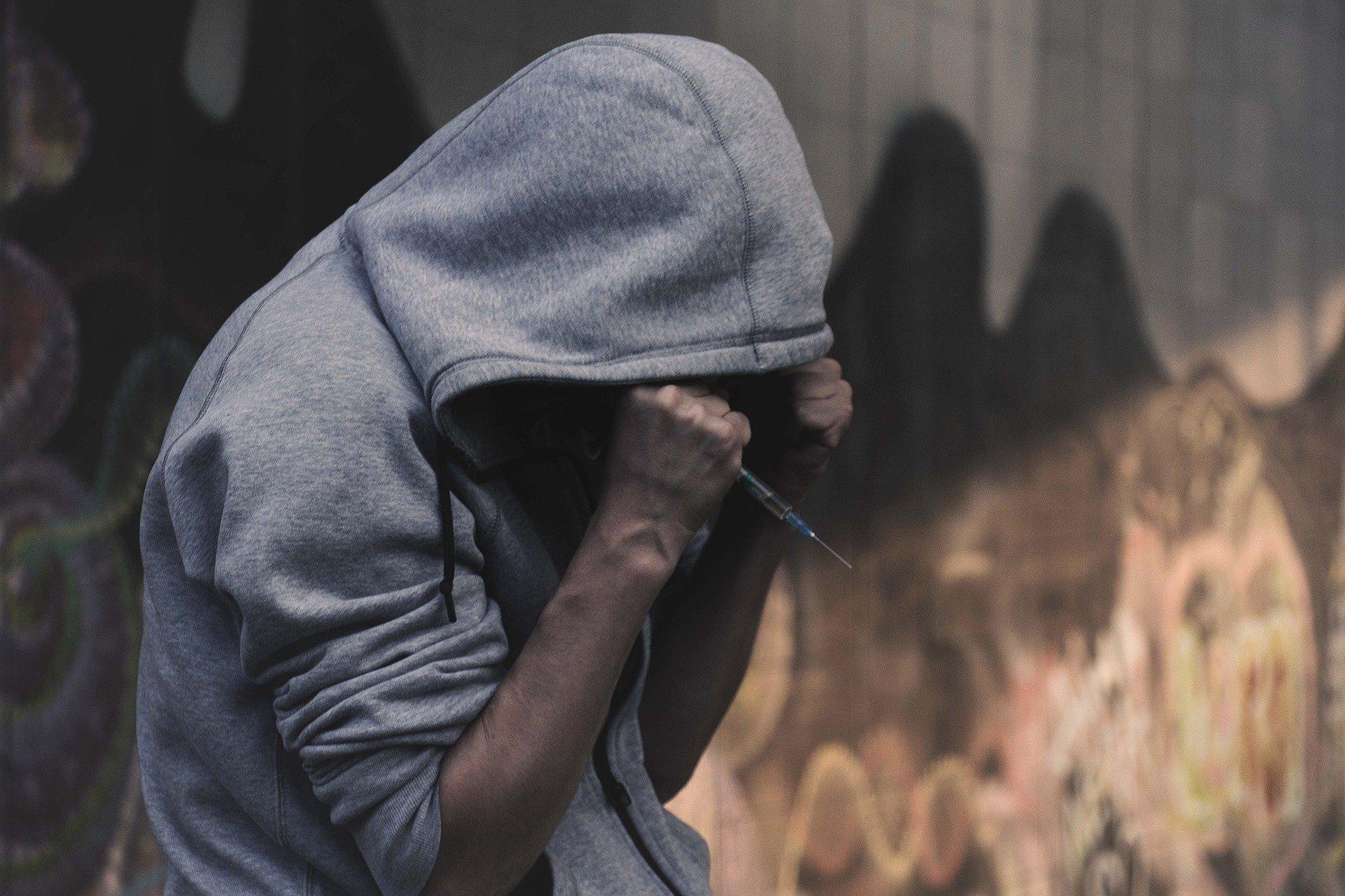 Uso personale di sostanze stupefacenti: cosa prevede la Legge e cosa fare in caso di fermo della Polizia
